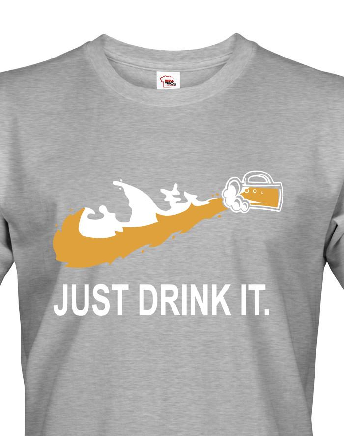 Pánské tričko s potiskem JUST DRINK IT parodující tradiční značku