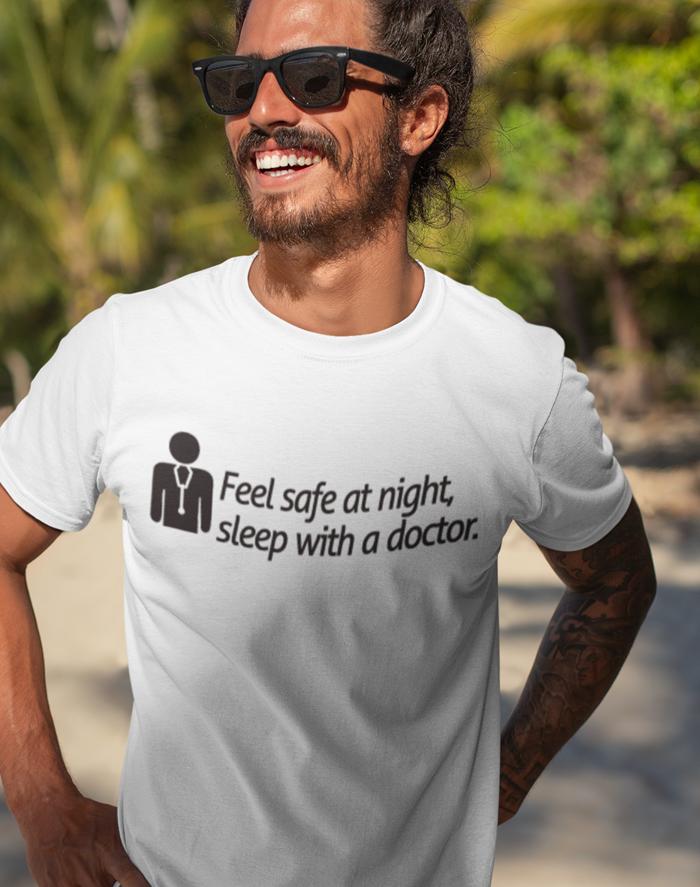 Pánské tričko - Feel safe at night, sleep with a doctor